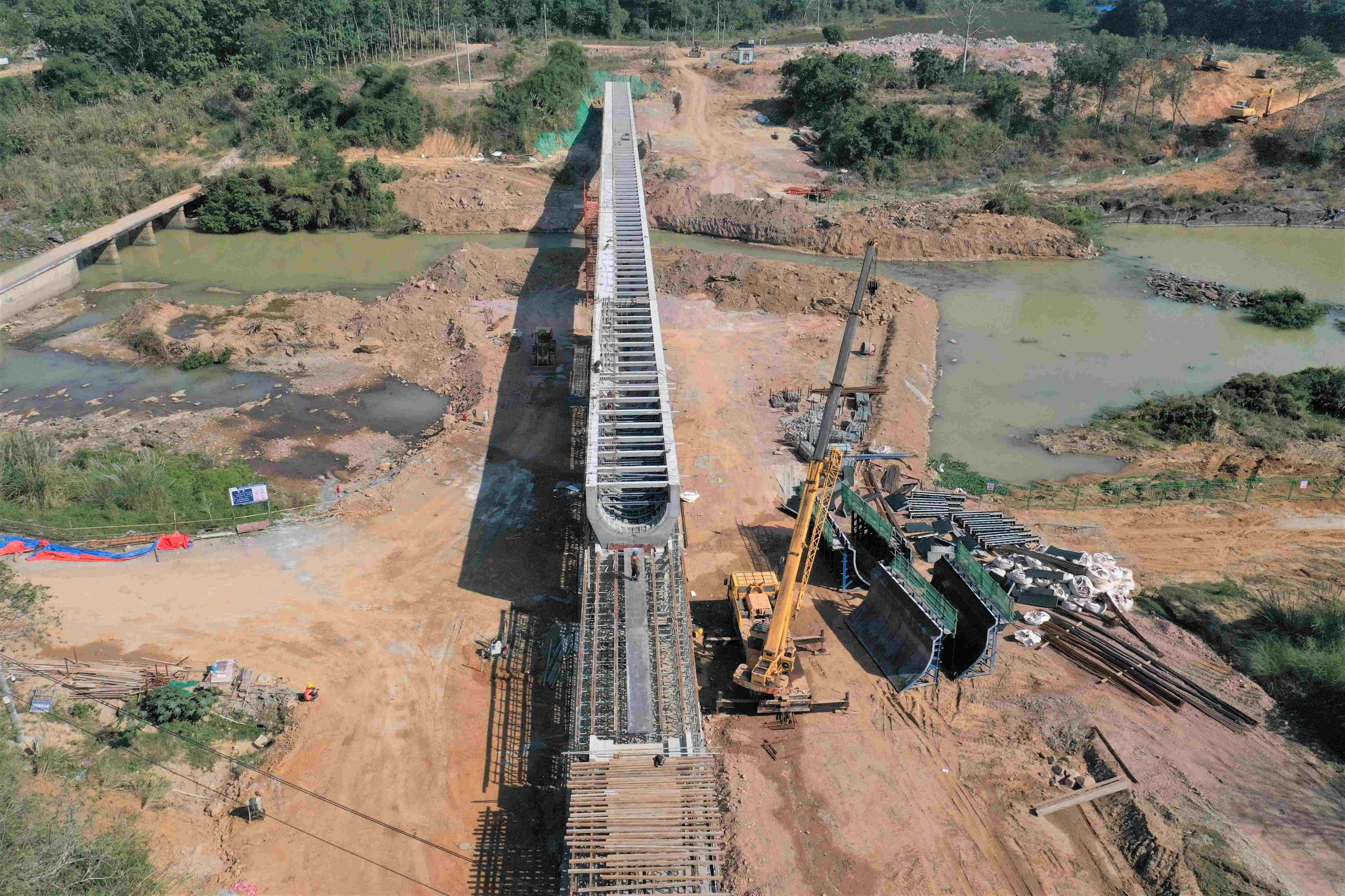 <span>天角潭渡槽槽身模板吊装施工</span>